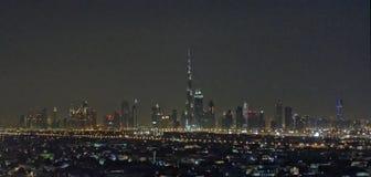 迪拜市地平线在晚上 免版税库存照片