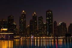 迪拜市,阿联酋夜都市风景  免版税库存图片