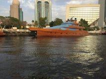 迪拜木头游艇 库存图片