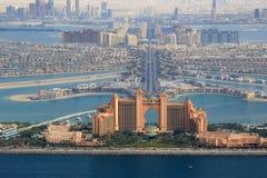 迪拜棕榈岛亚特兰提斯旅馆鸟瞰图摄影 免版税库存照片