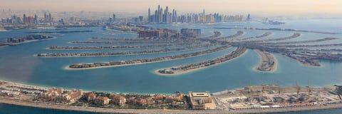 迪拜棕榈Jumeirah海岛全景小游艇船坞空中全景 图库摄影