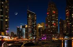 迪拜海滨广场在晚上。 库存照片