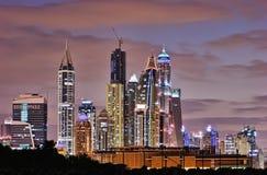 迪拜海滨广场在晚上。 库存图片