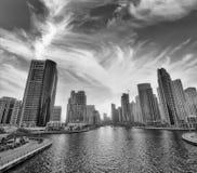 迪拜海滨广场地平线在晚上 免版税库存照片