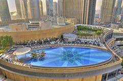 迪拜海滨广场池游泳 库存图片