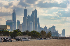 迪拜海滨广场晚上 阿拉伯酋长管辖区团结了 免版税库存照片
