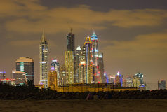 迪拜海滨广场晚上 免版税库存图片