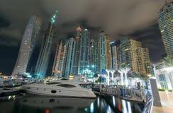 迪拜海滨广场晚上 库存照片