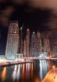 迪拜海滨广场晚上 免版税库存照片