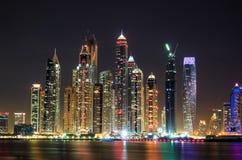 迪拜海滨广场海运摩天大楼视图 免版税库存图片