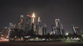 迪拜的夜和摩天大楼的街道 影视素材