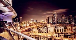 迪拜的美好的夜都市风景 图库摄影
