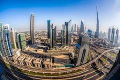 迪拜的都市风景有现代未来派建筑学的,阿联酋 图库摄影