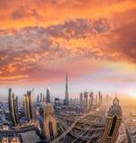 迪拜的都市风景有现代未来派建筑学的,阿联酋 免版税库存图片