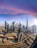 迪拜的都市风景有现代未来派建筑学的,阿联酋 库存照片