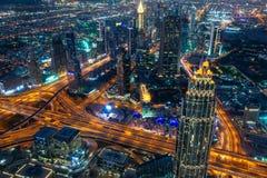 迪拜的鸟瞰图在从哈里发塔塔看的晚上,阿拉伯联合酋长国 库存照片