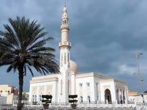 迪拜的-酋长管辖区现代清真寺 免版税库存图片