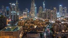 迪拜街市和企业海湾美好的地平线与现代建筑学夜timelapse 股票录像