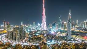 迪拜街市在夜从上面的timelapse视图在迪拜,阿联酋 股票录像
