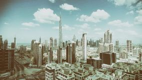 迪拜街市地平线鸟瞰图沿河的 图库摄影