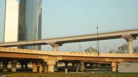 迪拜街道和交通视图从汽车 股票视频