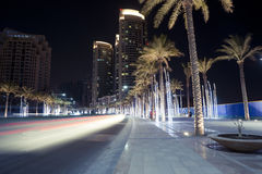 迪拜街道在晚上 免版税库存照片