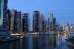迪拜黄昏海滨广场 免版税图库摄影