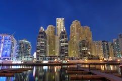 迪拜黄昏海滨广场 免版税库存图片