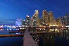 迪拜黄昏海滨广场 库存图片