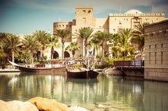 迪拜,有湖的公园 免版税库存图片