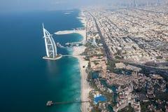 迪拜,阿拉伯联合酋长国。 Burj Al阿拉伯人从上面 库存图片