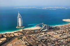 迪拜,阿拉伯联合酋长国。Burj Al阿拉伯人从上面 免版税库存照片