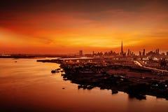 迪拜,阿拉伯联合酋长国的一个美好的地平线视图观察从迪拜节日城市 免版税图库摄影