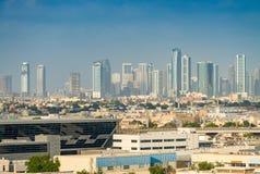 迪拜,阿拉伯联合酋长国的老和现代大厦 免版税库存图片