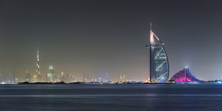 迪拜,阿拉伯联合酋长国, 2015年5月13日,迪拜发光的地平线视图 免版税库存照片