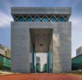 迪拜,阿拉伯联合酋长国, 2013年4月4日,迪拜国际金融中心DIFC正面图 免版税库存图片