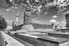 迪拜,阿拉伯联合酋长国- 2015年10月:迪拜博物馆在一美好的天 都坝 库存照片