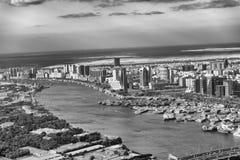 迪拜,阿拉伯联合酋长国- 2016年12月10日:从helicop的空中城市地平线 免版税库存图片