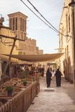 迪拜,阿拉伯联合酋长国- 2019年3月28日:其中一条Al泽夫有走的阿拉伯妇女遗产区街道  免版税库存图片