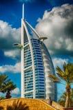 迪拜,阿拉伯联合酋长国- 2016年12月11日:反对蓝色sk的Burj Al阿拉伯人 图库摄影