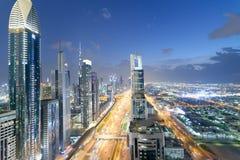 迪拜,阿拉伯联合酋长国- 2016年12月11日:沿Z回教族长的Downrtown地平线 库存照片
