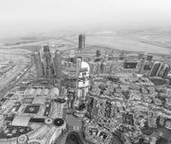 迪拜,阿拉伯联合酋长国- 2016年12月4日:街市bui夜鸟瞰图  免版税库存图片