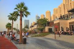 迪拜,阿拉伯联合酋长国- 2018年5月08日:迪拜小游艇船坞摩天大楼视图,迪拜 免版税库存照片