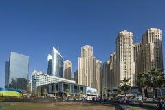 迪拜,阿拉伯联合酋长国- 2018年1月07日::迪拜小游艇船坞城市风景, U 库存照片