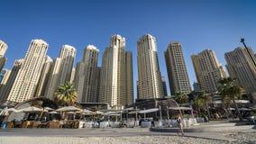 迪拜,阿拉伯联合酋长国- 2018年1月07日::迪拜小游艇船坞城市风景, U 库存图片