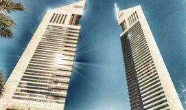 迪拜,阿拉伯联合酋长国- 2016年12月10日-酋长管辖区姊妹楼,迪拜, de 库存照片