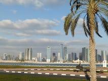 迪拜,阿拉伯联合酋长国- 2014 2月02日,全视图迪拜 在3公里的人为通道长度城市沿Pers的 免版税库存图片