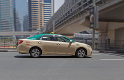 迪拜,阿拉伯联合酋长国- 2016年5月12日:出租汽车 库存照片