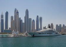 迪拜,阿拉伯联合酋长国- 2016年5月15日:在游艇俱乐部的豪华游艇 免版税库存图片