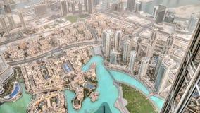 迪拜,阿拉伯联合酋长国- 2013年6月2日:在迪拜的看法从高塔在世界上,在沙漠尘土下的Burj哈利法-迪拜 免版税图库摄影